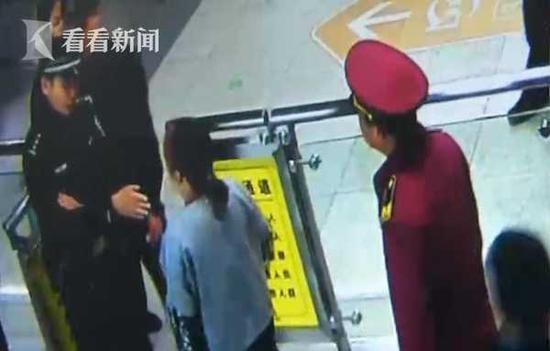 女子拒绝地铁安检掌掴安检员 奇葩理由令人无语