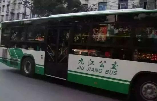 九江5条跨区公交票价要降了 助力群众方便出行