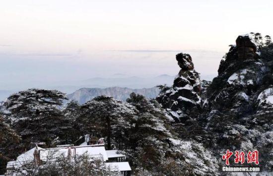 雪中三清山女神峰。 顾强 摄