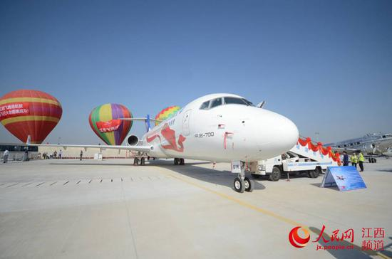 """ARJ21飞机""""井冈山""""号亮相2019南昌飞行大会,即将加入江西航空。(时雨/摄)"""
