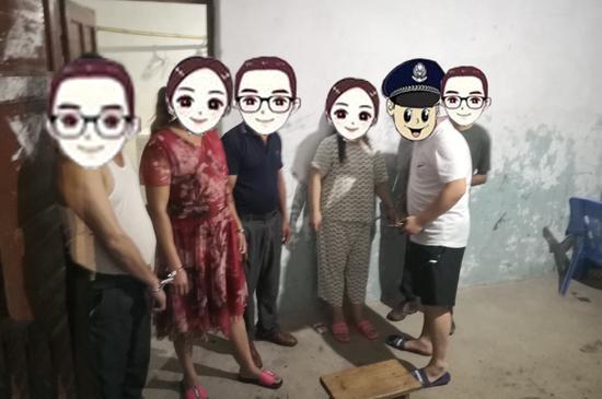 南城县警方突查一卖淫窝点 多名男女当场被抓