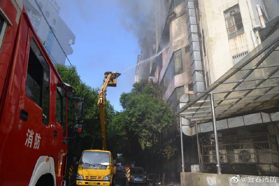 宜春袁州一居民建筑发生火灾 10名被困群众被救出