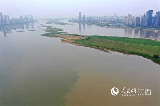 赣中赣南降雨,地处赣江下游的南昌段水位上涨不少。(时雨/摄)