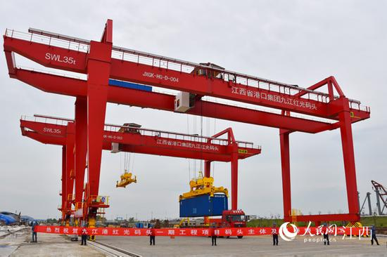 九江港彭泽港区红光综合枢纽码头一期工程通过交工验收 付自强 摄