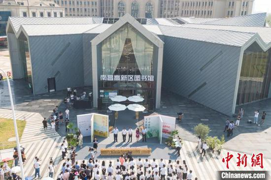 9月8日上午,航拍江西省南昌市高新区图书馆整体建筑。 刘力鑫 摄