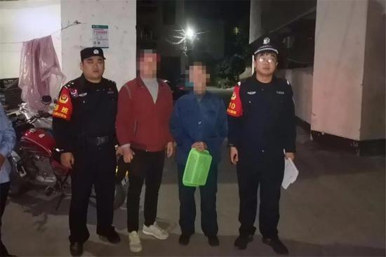 10月9日19时许,泉江派出所民警救助走失老人