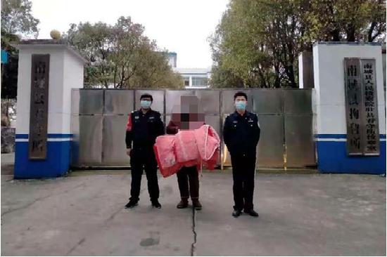 """发看守所门口""""调侃""""短视频 南城一男子被拘留"""