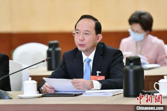 图为正在北京参加2021年全国两会的全国人大代表、江西省农村信用社联合社党委书记、理事长孔发龙。受访者供图