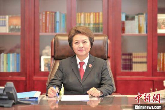 图为全国人大代表、江西省高级人民法院院长葛晓燕。受访者 供图