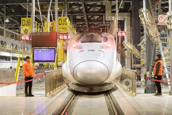 南昌铁路局装备的和谐号动车组 摄影:肖尧、吴迪