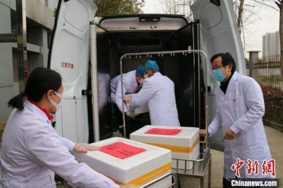 江西支援湖北首批血液启程,这批216200毫升血液,由江西省血液中心负责统一送往湖北省。(资料图) 江西省血液中心供图