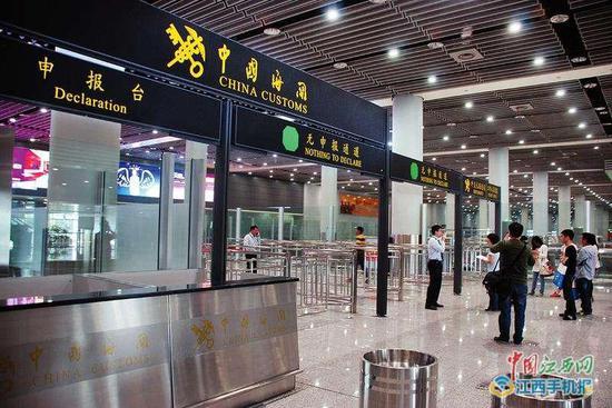 可以刷POS机了 南昌机场海关启用无线移动终端