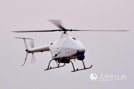 AR500C高原型无人直升机在鄱阳无人机基地成功实现首飞。(何欢/摄)