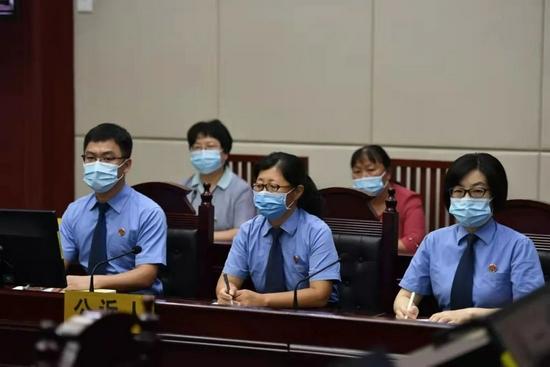 9月9日,劳荣枝案庭审公诉人席。