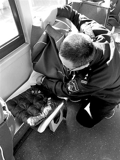"""公交装""""暖心坐垫""""有车队刚装上一个小时就丢6个"""
