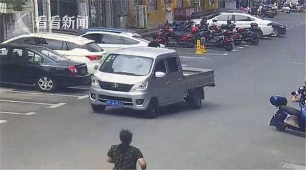 强悍!6旬阿姨骑车追贼 小偷狂奔两公里被追晕