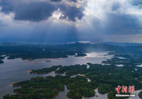 从古典到现代 看仙女湖如何穿越千年讲述现代爱情故事