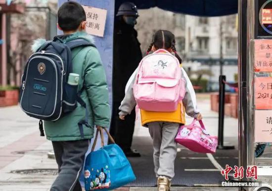 资料图:北京市中小学、幼儿园开学。中新社记者 侯宇 摄