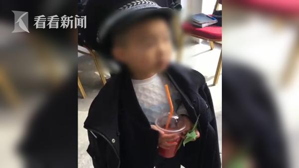 """4岁小萌娃商场走丢 """"点名""""要找警察蜀黍"""