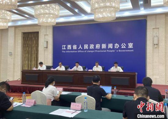 8月3日,江西省庆祝建党百年系列新闻发布会之卫生健康事业专题新闻发布会在南昌举行。 刘玉洁 摄