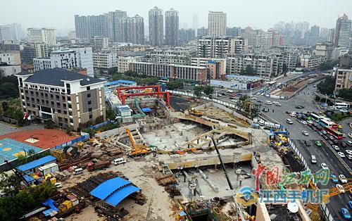 南昌地铁2号线青山路口站主体结构封顶图/江南都市报全媒体记者许南平