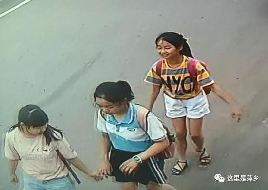 暖心!萍乡一老人突然倒地 3个女生毫不犹豫上前搀扶