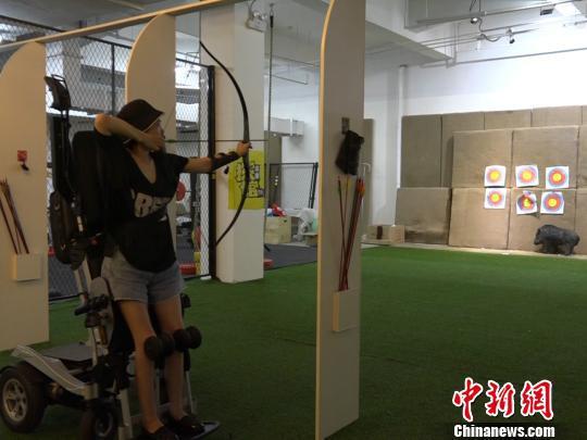 袁敏正在练习射箭。 魏尧 摄
