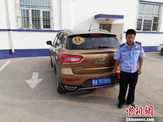 犯罪嫌疑人仙某和他的套牌车辆 警方供图