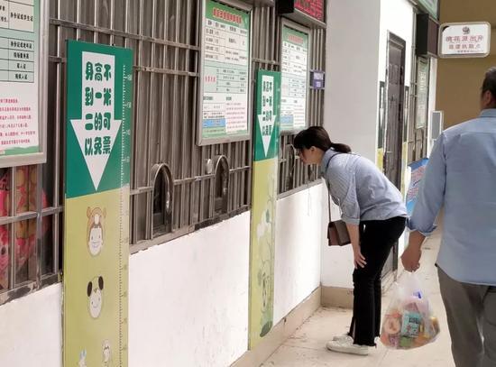 """南昌动物园惊现""""丁义珍式窗口"""" 园方称:防抢劫"""
