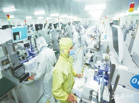 """光电产业向全球散发""""南昌之光"""""""