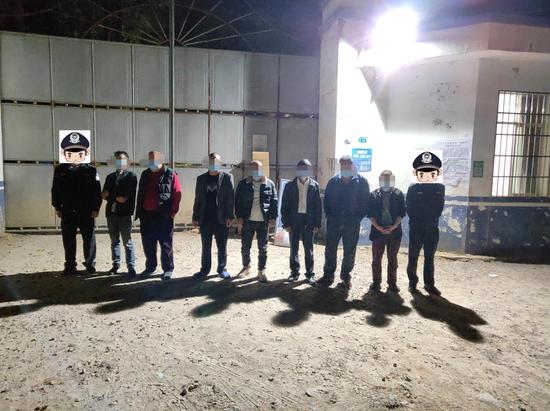 赣州警方接连端掉3个赌博窝点 72名男女被带走…