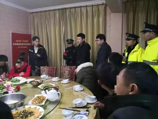 赣州2人用微信群组织赌局 酒店内聚餐时落网