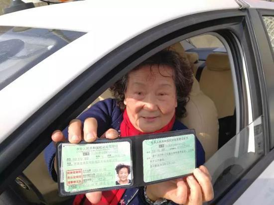 超励志!69岁老太考驾照仅用32天全部通关