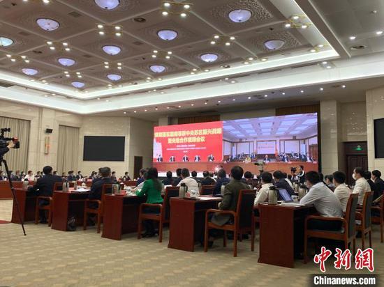 4月28日,贯彻落实赣南等原中央苏区振兴战略暨央地合作视频会议在南昌召开。 李韵涵摄