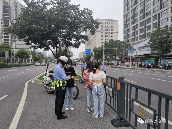 动真格!就在南昌红谷滩街头!多人走路被罚