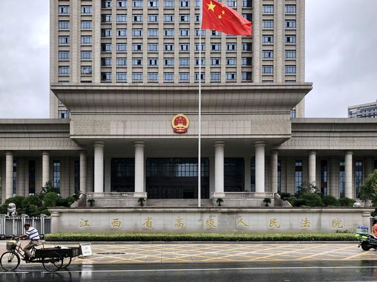 江西张玉环故意杀人案7月9日在江西省高级人民法院开庭再审。澎湃新闻记者 卫佳铭 图