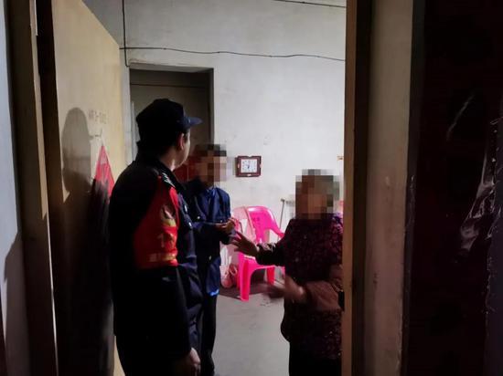 10月9日6时许,泉江派出所民警救助走失男子