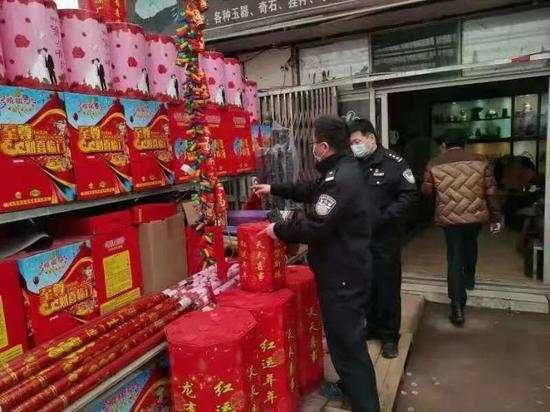 浔阳区公安分局对烟花爆竹零售网点开展检查