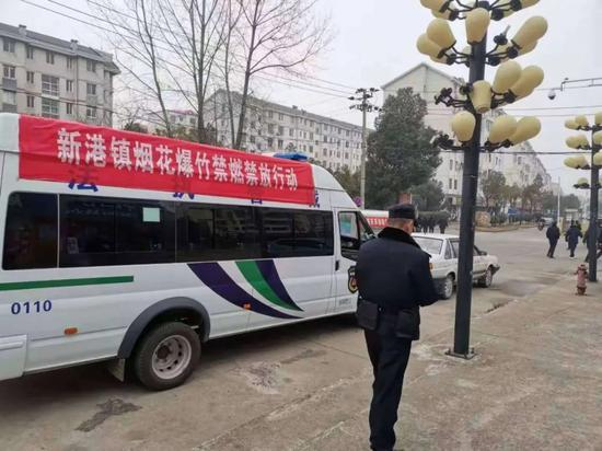 濂溪区公安分局悬挂横幅标语