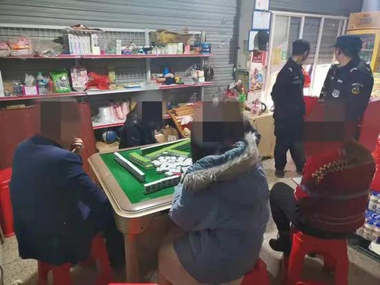 宜黄警方一天内连端两个赌博窝点 30人被抓