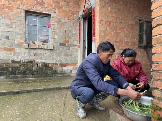 李学华和妻子熊令花。
