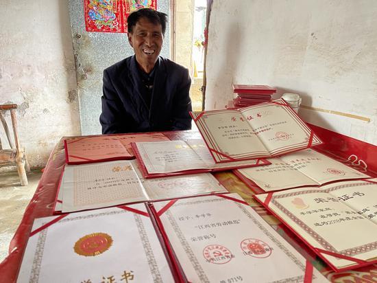 李学华20多年来曾荣获多项荣誉。