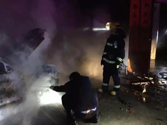 宜黄县一村民家中突发大火 现场无人员受伤