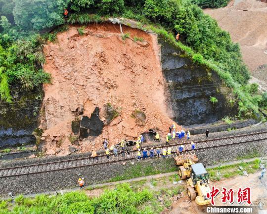 强降雨致江西10县市5.21万人受灾 经济损失6723万