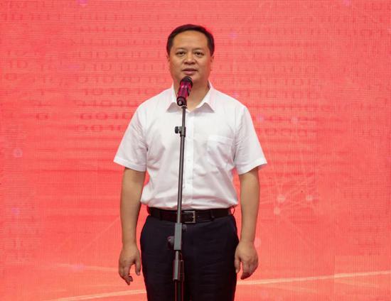 新余市委副书记、市长犹王莹宣布市政务大数据+普惠金融创新试点正式启动。