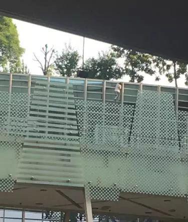 """南昌梦时代跳楼事件频发 """"安全漏洞""""有没有堵上?"""