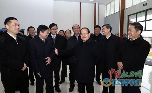 2月8日,省委书记鹿心社在江铃集团新能源汽车公司及南昌经开区走访调研。本报记者 梁振堂 摄
