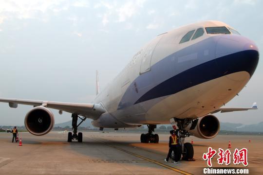 图为一架空客a330大飞机降落在南昌昌北国际机场.(资料图) 刘占昆摄