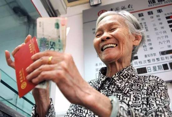 养老保险抚养比下降,养老金增幅放缓