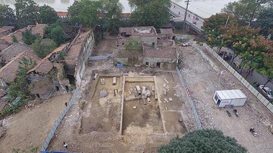 8月28日,江西抚州发现汤显祖家族墓园,墓园刚被清理出的全景图。视觉中国图